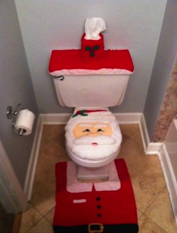 santa-toilet-bad-christmas-decorations