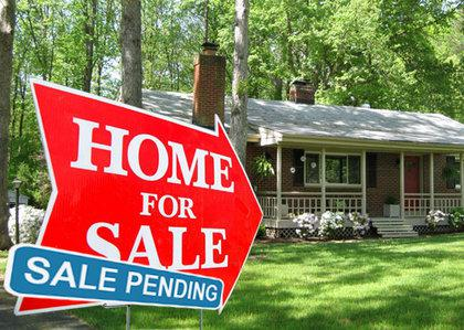 contract-sale-pending-sign-pending-home-sales-nar-mortgage-rates-lawrence-yun