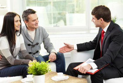 real-estate-agents-stay-memorable-with-clients-service