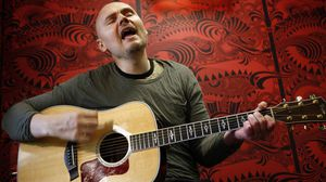 Billy Corgan, frontman of Smashing Pumpkins, purchases Highland Park coach house for