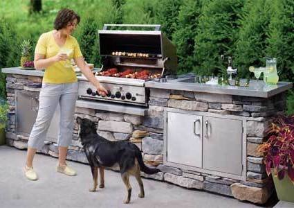 luxury-homebuyer-amenities-2013-bhg-gary-greene-survey-outdoor-kitchen