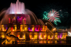 chicago-buckingham-fountain-fireworks