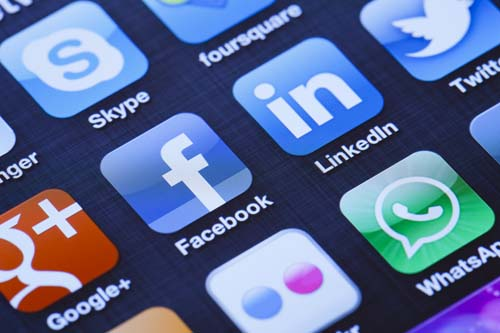 social-media-app-icons-istock_000019499354_xxxlarge